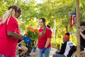 Healing Garden Volunteer Day photo Web_SS1_4131.jpg