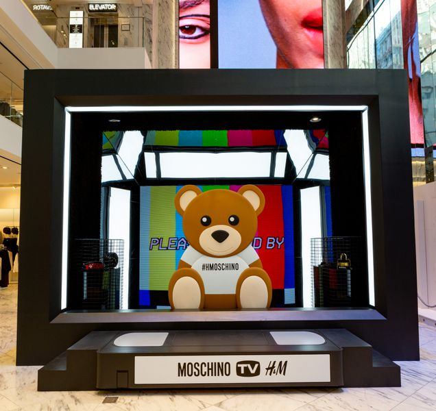 Giant LED TV for MOSCHINO [tv] H&M