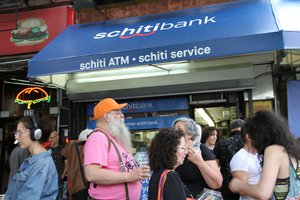 Schitibank photo Crowd3.jpg