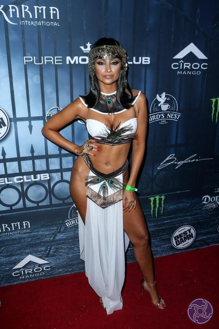 2016 Maxim Halloween Party photo q033baqrddvh4ab-31079-720x1080.jpg
