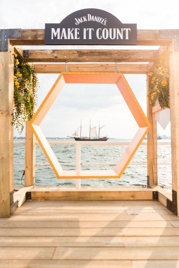 Jack Daniel's Honeycomb Swing
