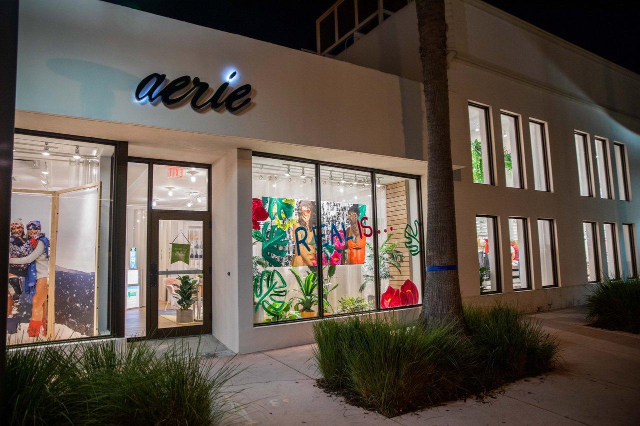 Aerie Miami Art Week Live Painting photo aerie-atwork-11.jpg