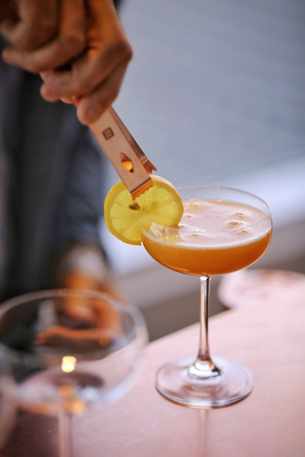 Virtual Mixing Cocktails Classes service