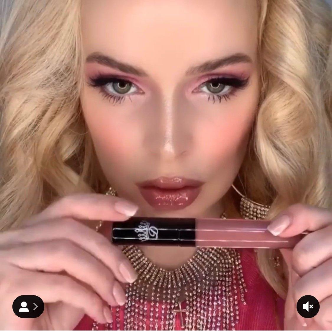 Various Custom Lipstick Bar Pop Ups photo Yana-Weiman.jpg