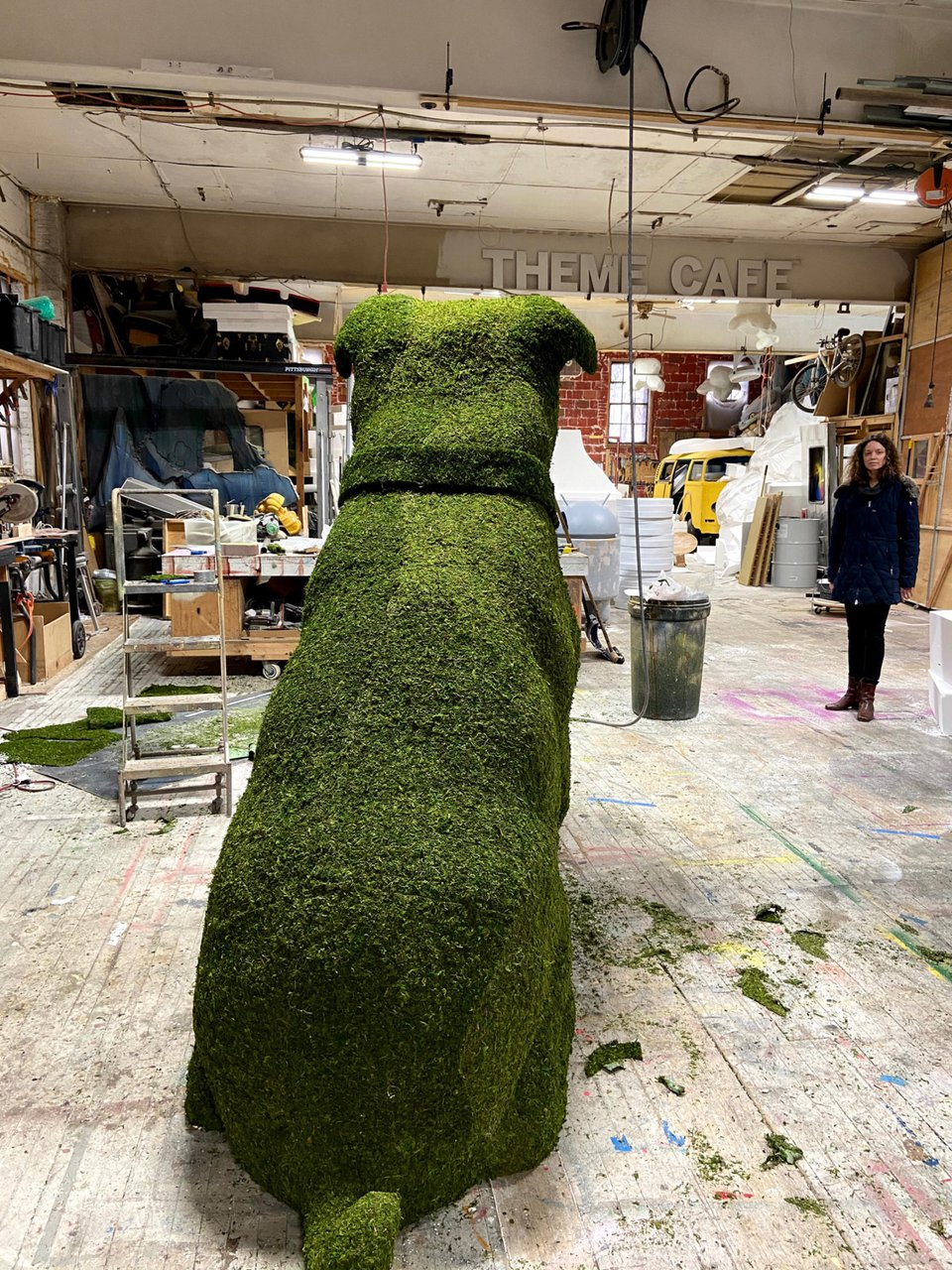 Fomo - 8 ft. Topiary Dog Sculpt photo 985407ED-8DD4-483F-AF82-CCF6D0799A8E.jpg