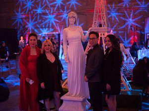 A Midnight in Paris photo Guests- with living statue - Copy.jpg