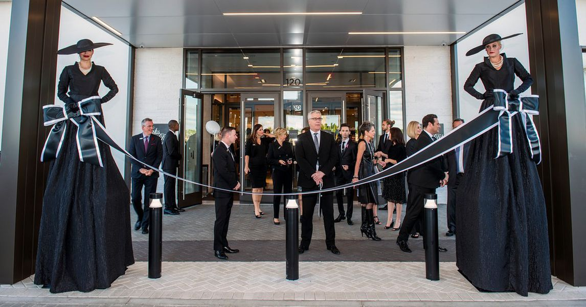 Saks Fifth Avenue, VIP Opening