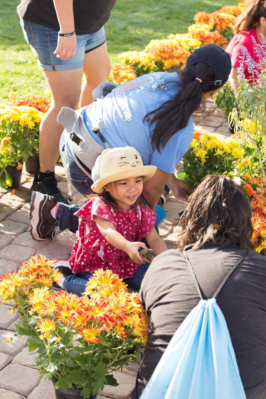 Healing Garden Volunteer Day photo Web_SS1_4294.jpg