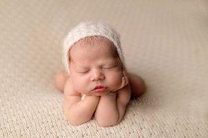 Fine art newborn photography photo 2D46D409-1A45-4448-B811-BF9608F7DB30.jpg