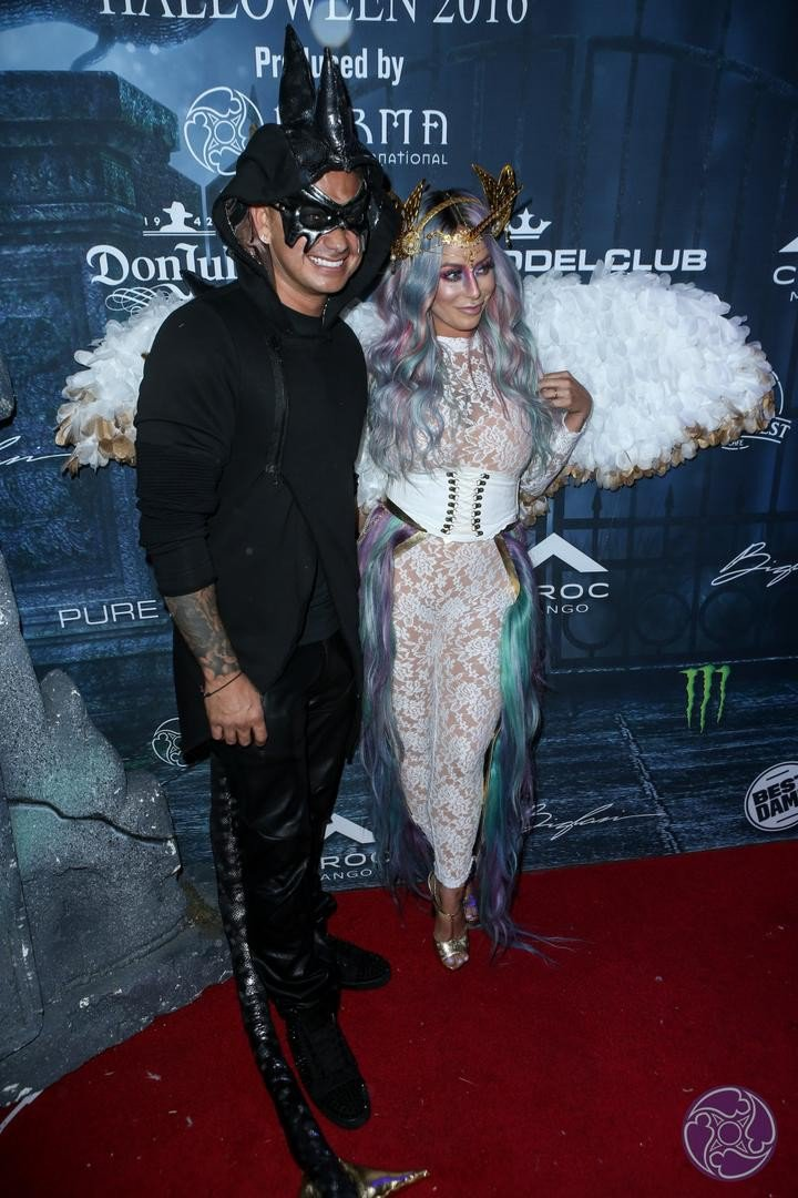 2016 Maxim Halloween Party photo 6cbkhmuuqnmnb8f-31072-720x1080.jpg