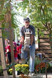 Healing Garden Volunteer Day photo Web_SS1_4590.jpg