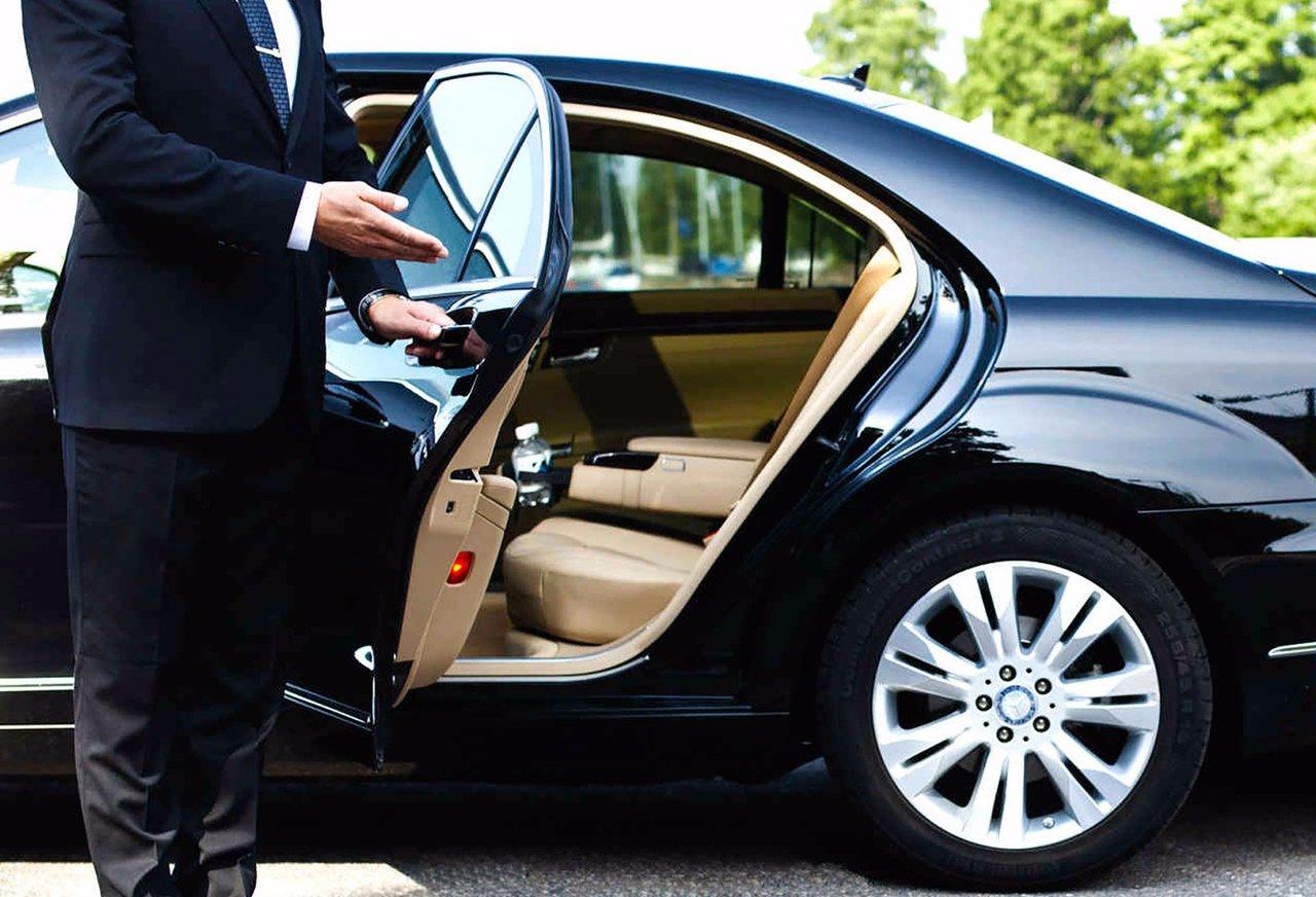Chicago Limo Service photo Black Mercedes S550 Chauffeur 2.jpg