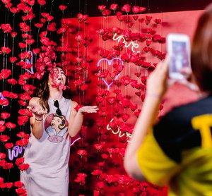 DP2: Believe In Your Selfie Museum photo 1555692652282_Rubik-Deadpool2-Love-Room.jpg