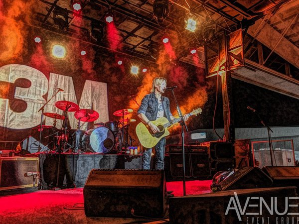 Keith Urban, Live at the Hangar cover photo