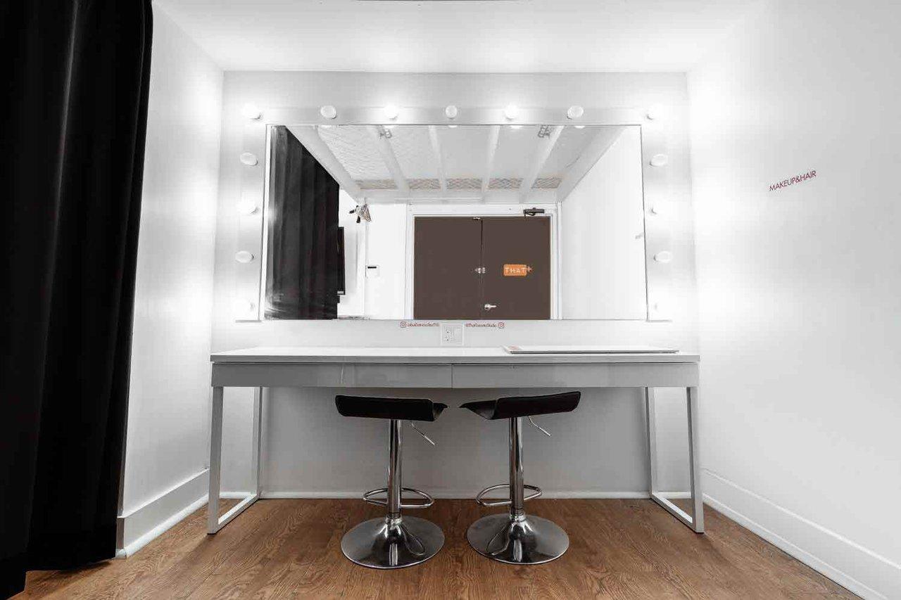 THAT Toronto Studio - Event Venue Rental photo Brightest-makeup-styling-mirror-THAT-Toronto-Studio.jpg
