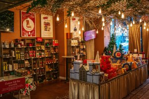 Holiday Market Pop Up Store photo 2018_12_December_holidaymarket_02.jpg