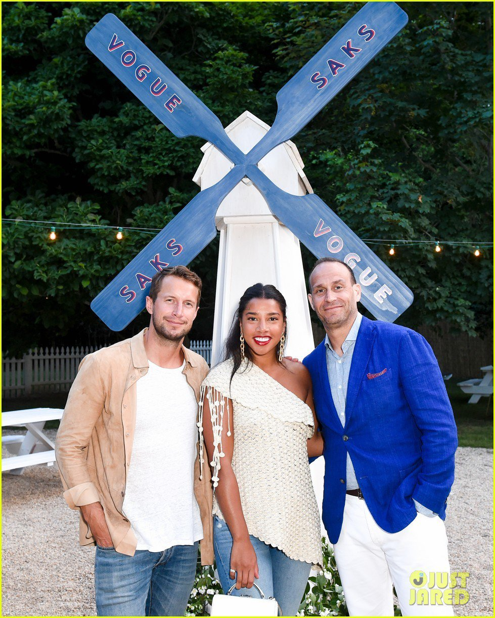 Saks and Vogue Custom Windmill photo keri-russell-dines-with-darren-aronofsky-in-the-hamptons-02.jpg