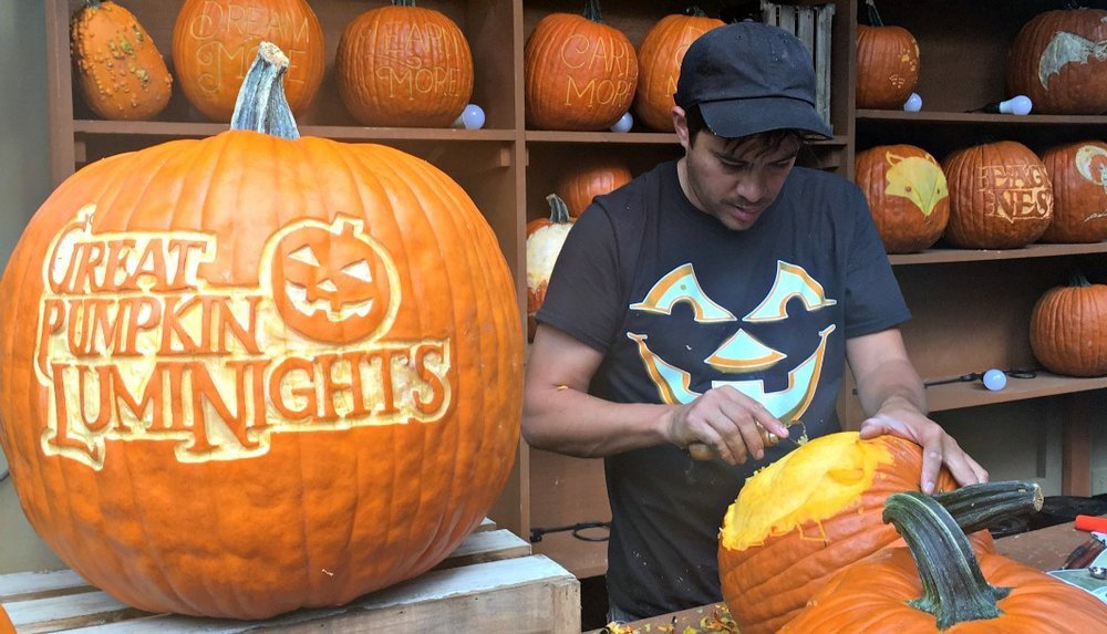 Dollywood Harvest Festival photo Carving-Tips-from-the-Masters-Chris-Carving-w-GPLN-pumpkin.jpg