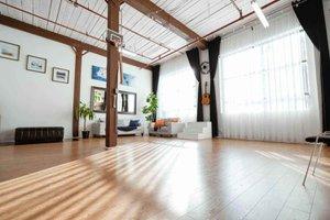 THAT Toronto Studio - Event Venue Rental photo Wide-lounge-area-direct-sunlight-THAT-Toronto-Studio.jpg