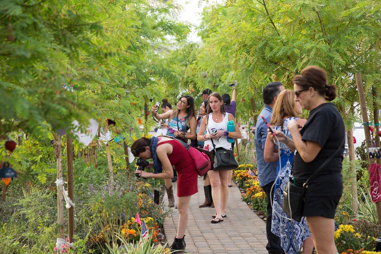 Healing Garden Memorial Event photo WEB_HGDM_025.jpg