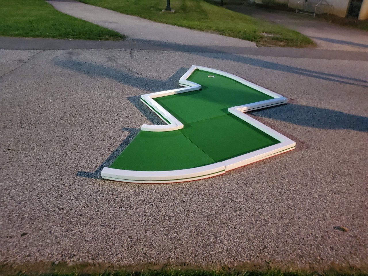 Thomas Jefferson University Welcome Week photo Mini-Golf-Rental-Philly-Green-Course-Crazy-Hole.jpg