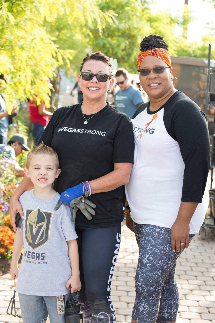 Healing Garden Volunteer Day photo Web_SS1_4407.jpg