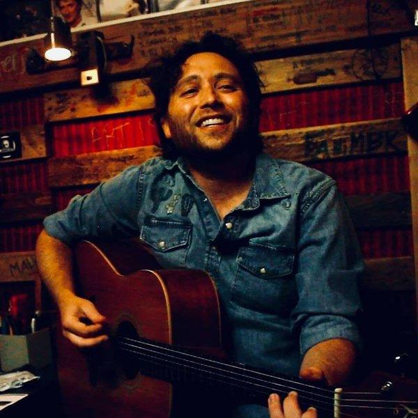 Singing Guitarist photo 45971450_10155813776026935_2629655913807478784_n.jpg