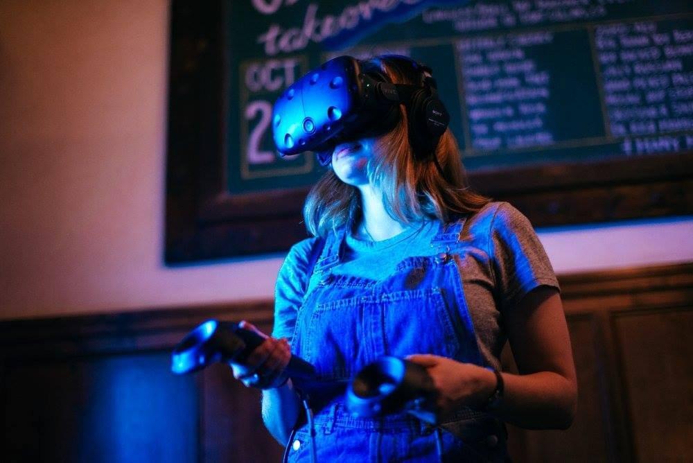 Social Suite + Social Stage photo VR girl.jpg